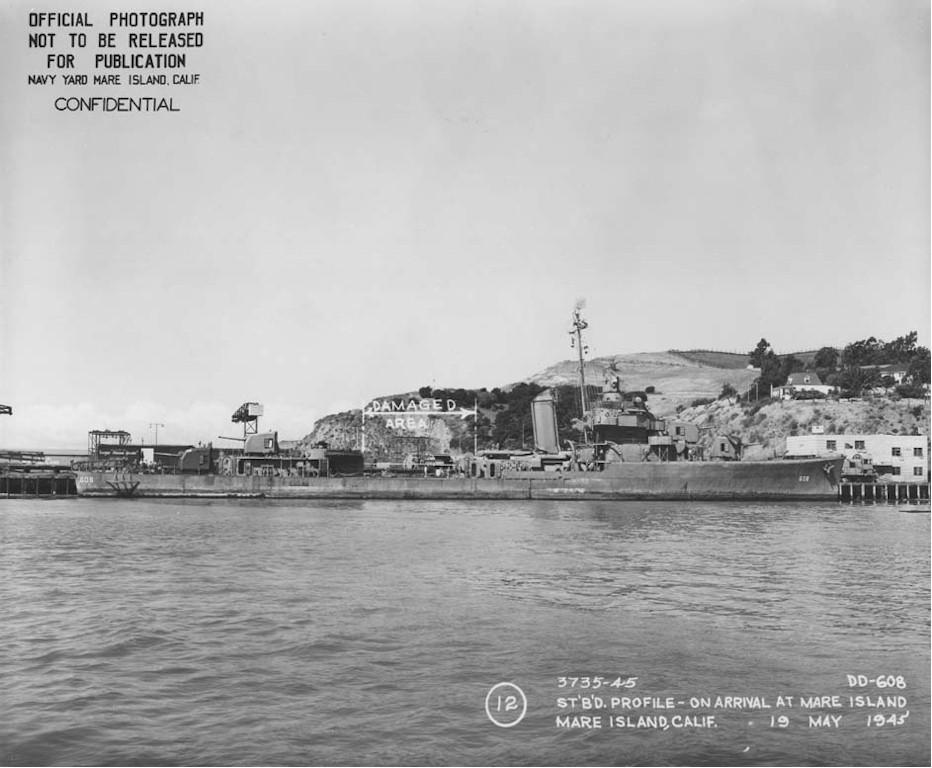 Navires US endommages par des kamikazes Zzzz5010