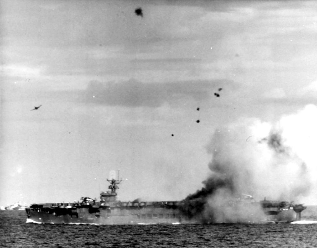 Porte-avions US et Kamikazes - Page 2 Zzzzz24