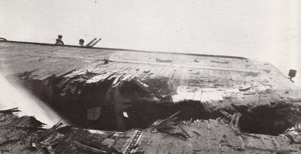Porte-avions US et Kamikazes - Page 2 Zzzzz25