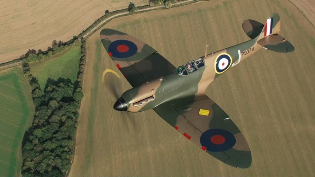 Spitfire magnifiquement restaure Zzzzz733