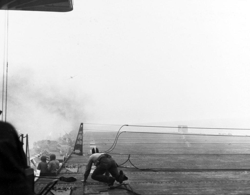 Porte-avions US et Kamikazes - Page 2 Zzzzzx11