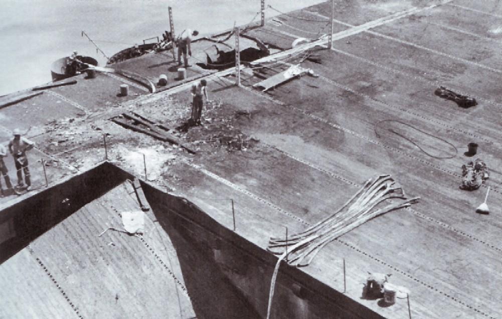 Porte-avions US et Kamikazes - Page 2 Zzzzzz31