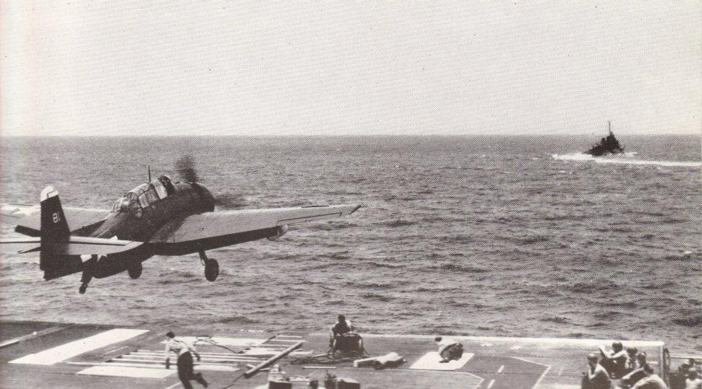 Porte-avions US et Kamikazes - Page 2 Zzzzzz33