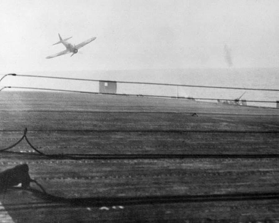 Porte-avions US et Kamikazes - Page 2 Zzzzzz38