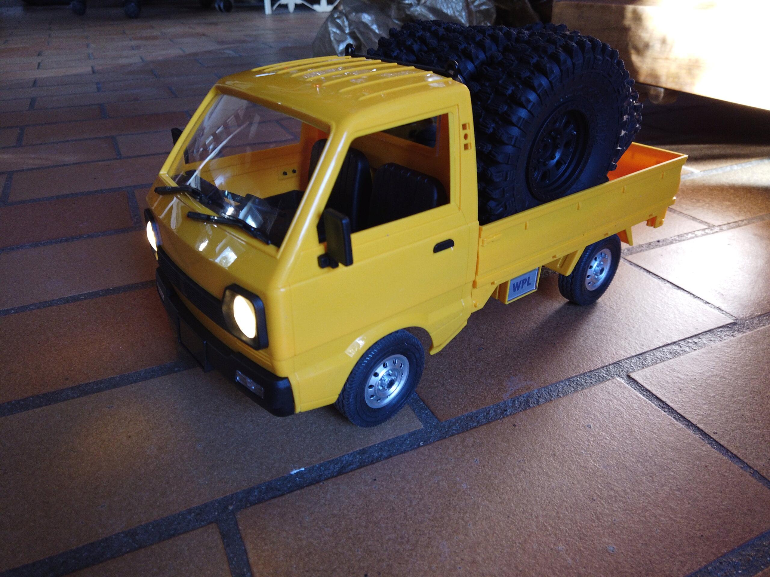 Un énorme camion de plus, le WPL D12 Suzuki Carry 1/10... Dji_0111