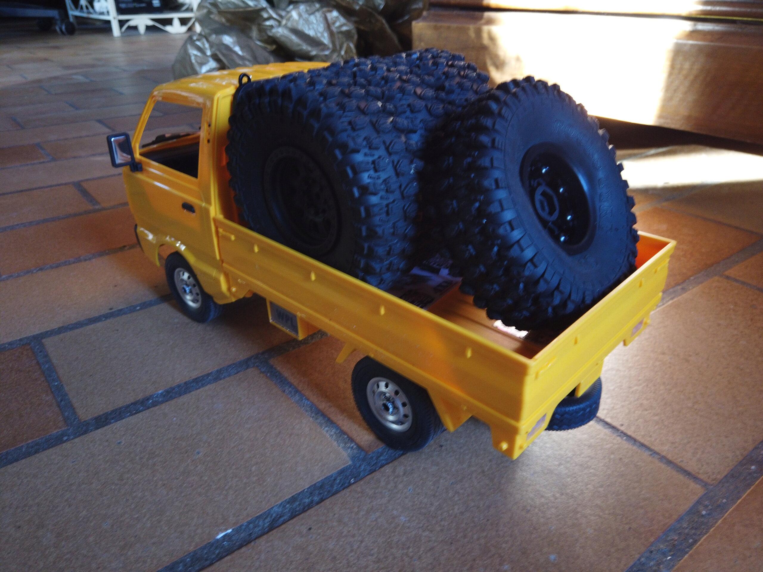 Un énorme camion de plus, le WPL D12 Suzuki Carry 1/10... Dji_0112