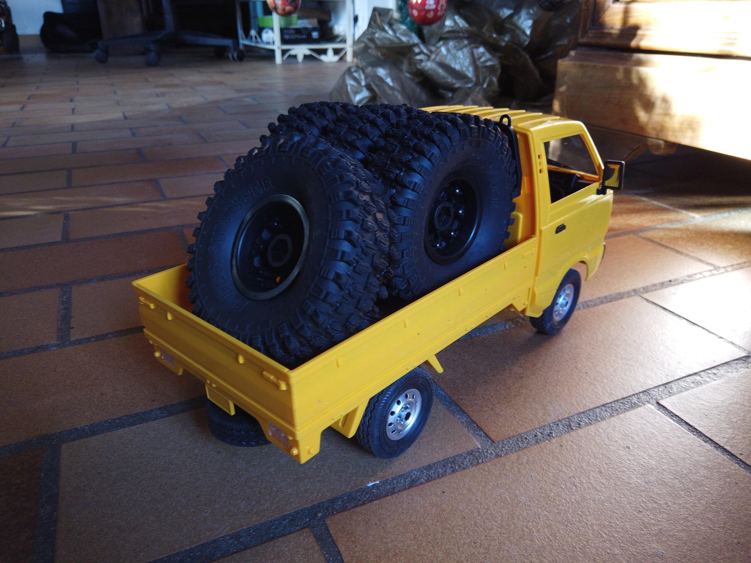 Un énorme camion de plus, le WPL D12 Suzuki Carry 1/10... Dji_0113