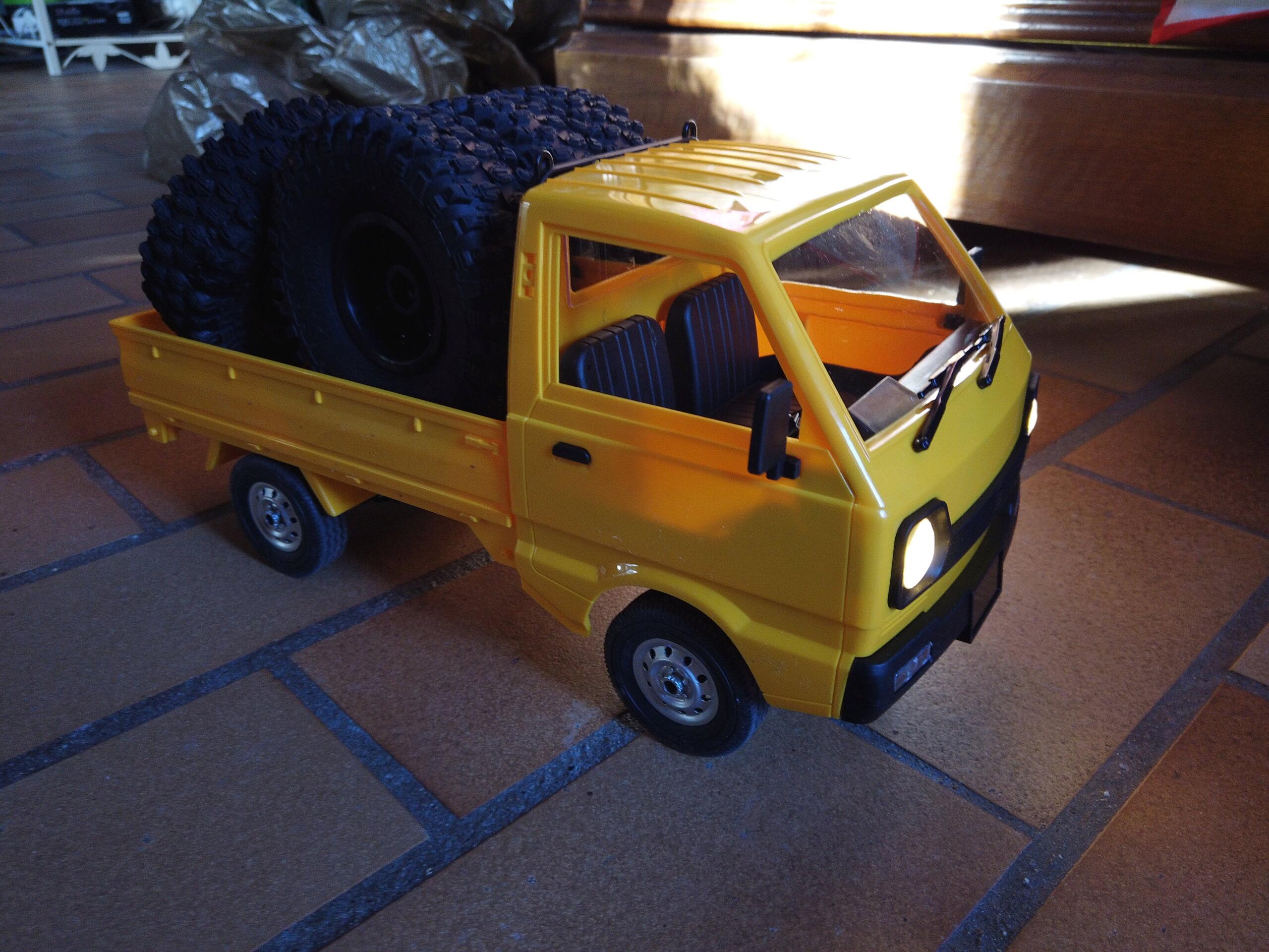 Un énorme camion de plus, le WPL D12 Suzuki Carry 1/10... Dji_0114