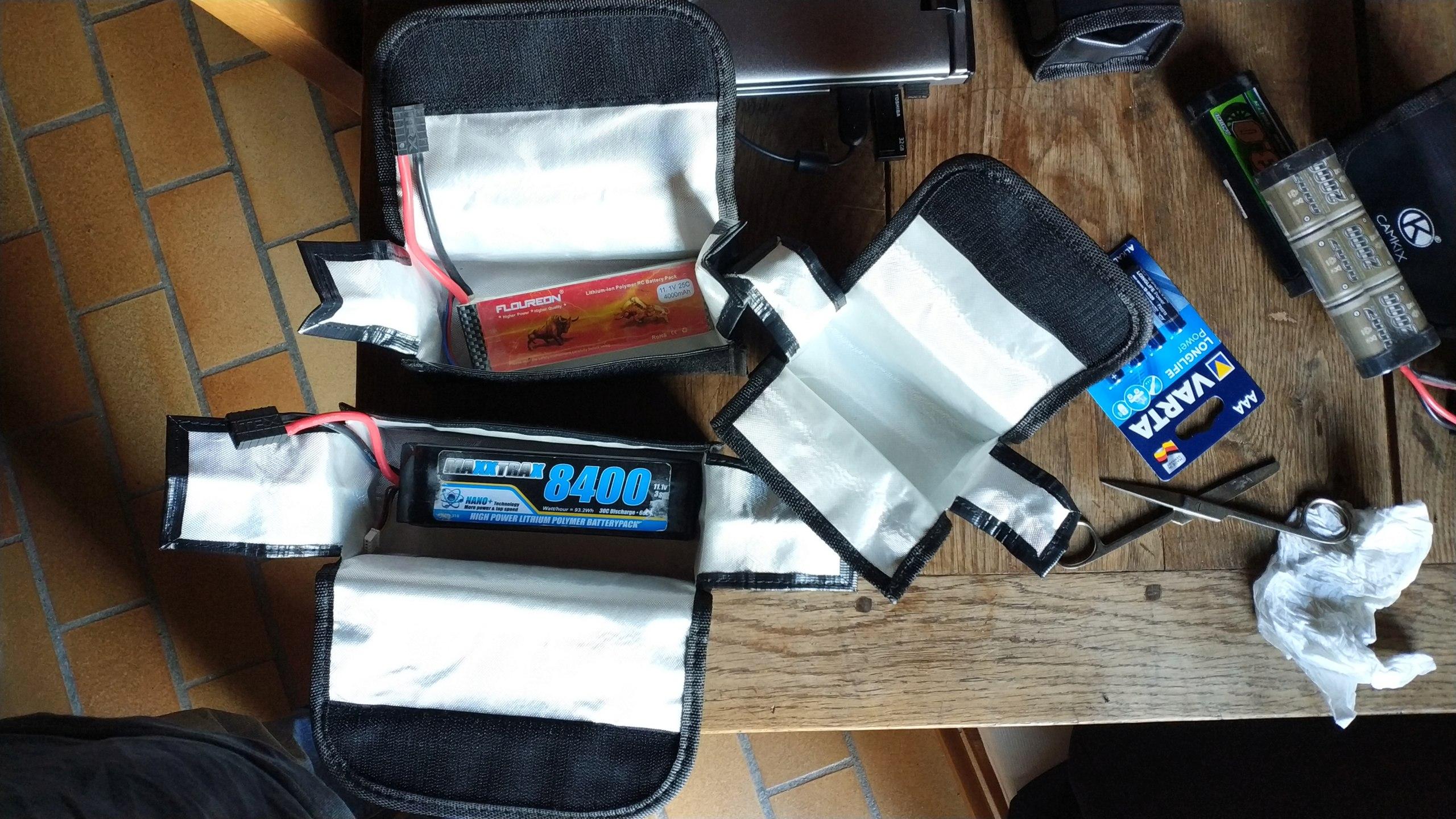 Choisir ses Accus ou Batteries Lipo ou Nimh pour débutants en Scale Trial 4x4 Off-road - Page 2 Img_2346