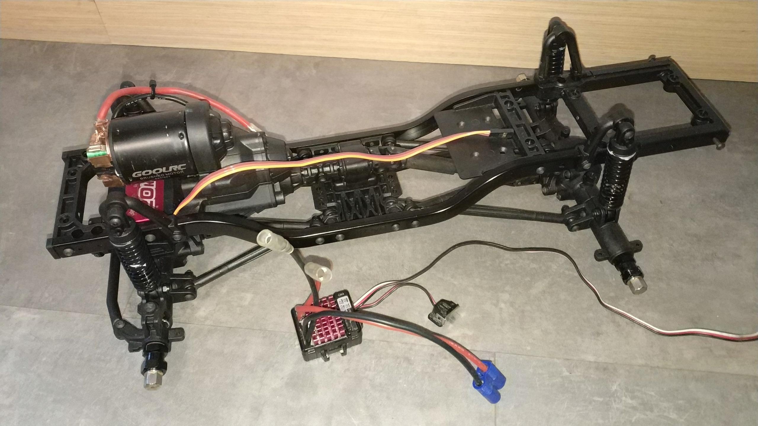 """[VENDU] """"Kit"""" MST CFX C-10 Img_2657"""