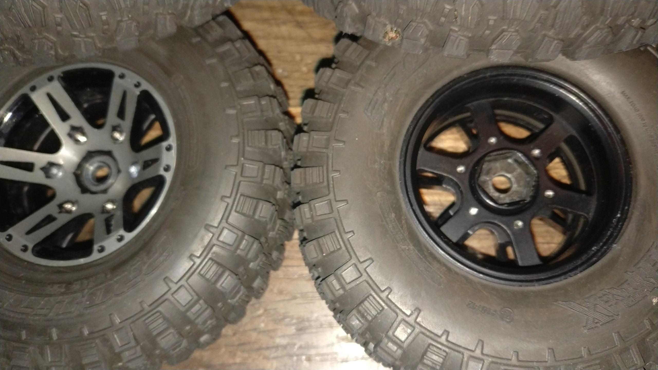 [VENDU] 4 pneus Proline Hyrax Predator 1.9 en 106mm.  Img_2687
