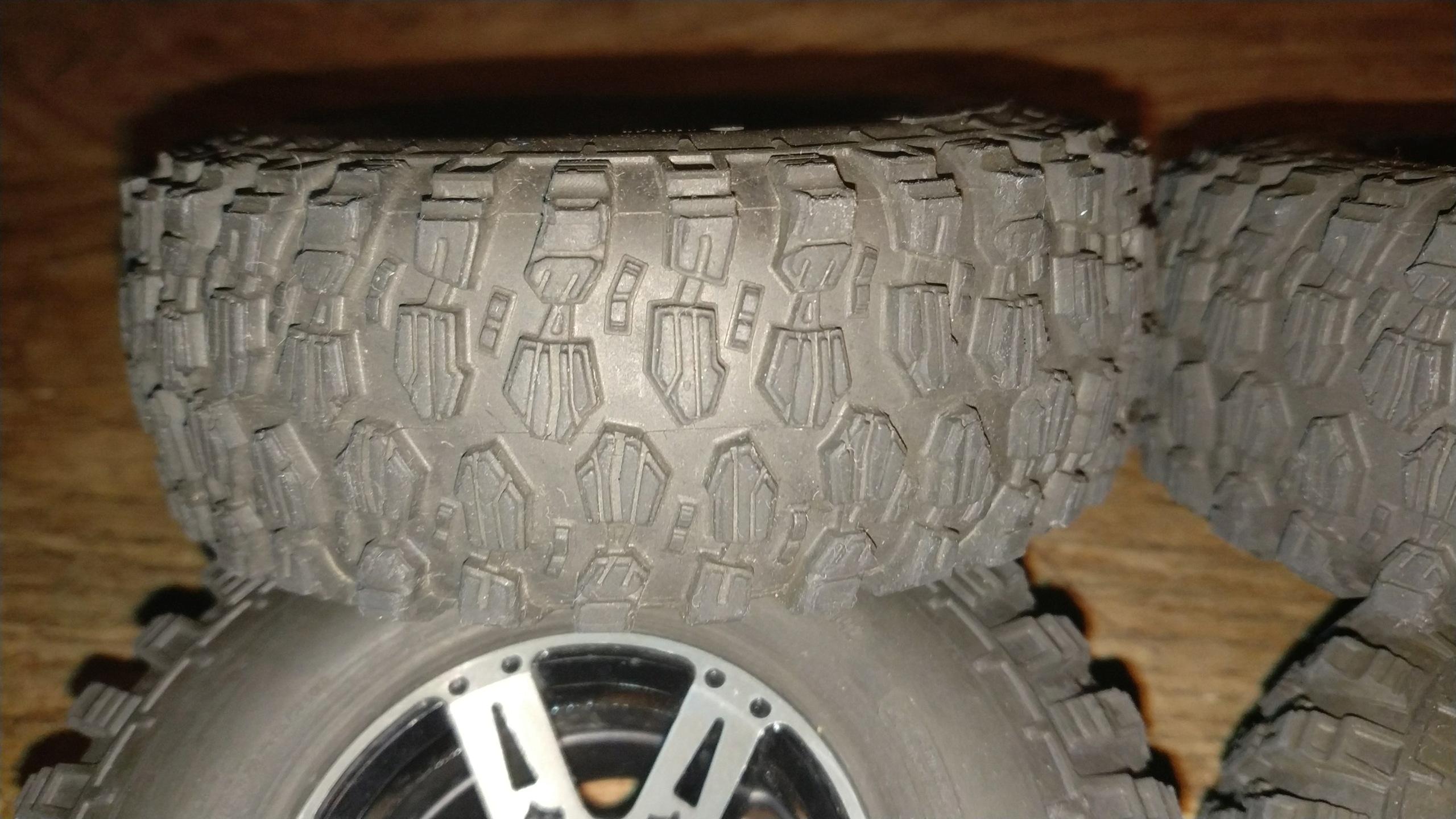 [VENDU] 4 pneus Proline Hyrax Predator 1.9 en 106mm.  Img_2688