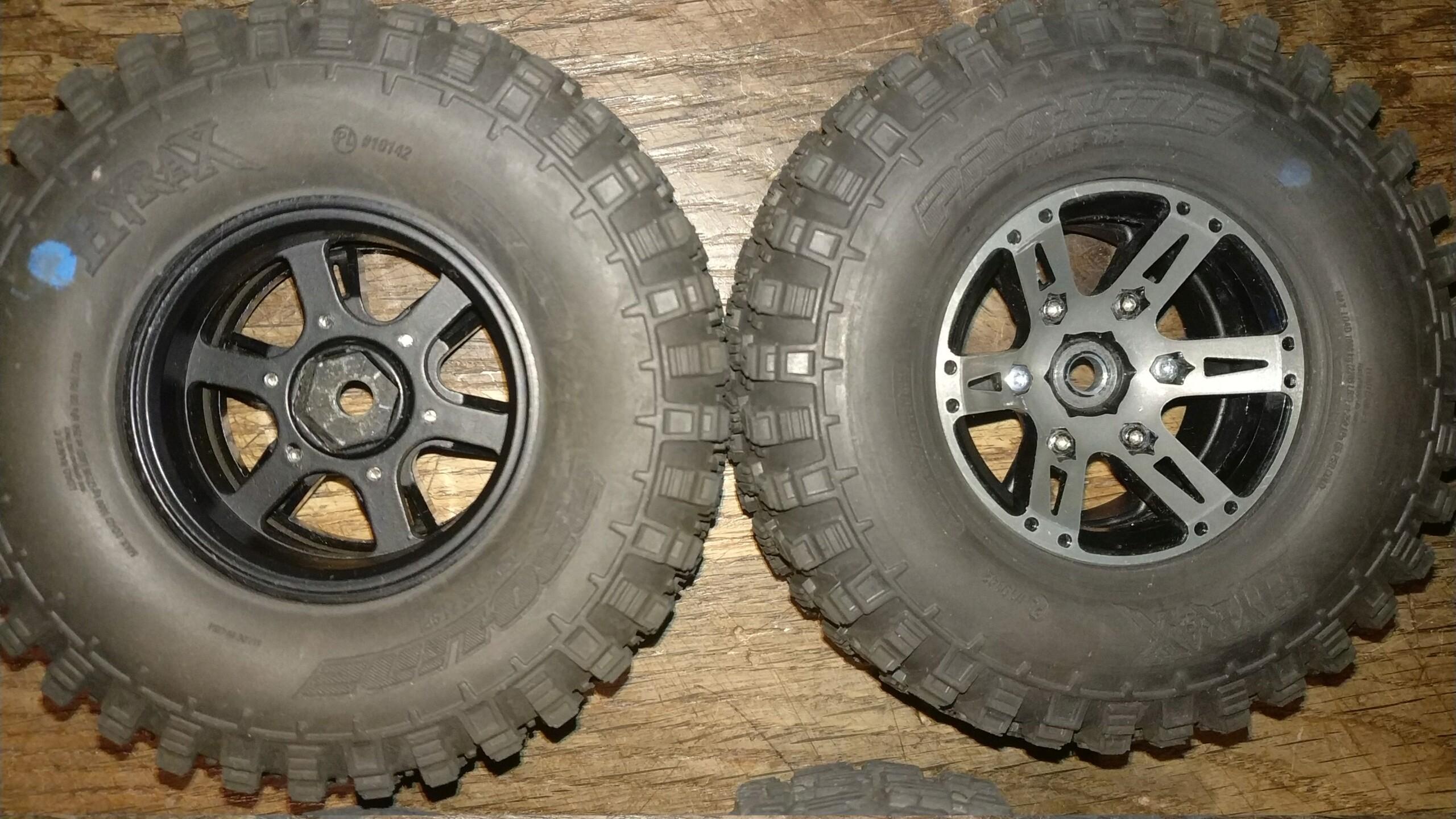 [VENDU] 4 pneus Proline Hyrax Predator 1.9 en 106mm.  Img_2689