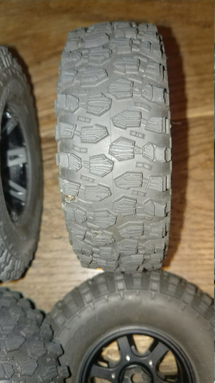 [VENDU] 4 pneus Proline Hyrax Predator 1.9 en 106mm.  Img_2690
