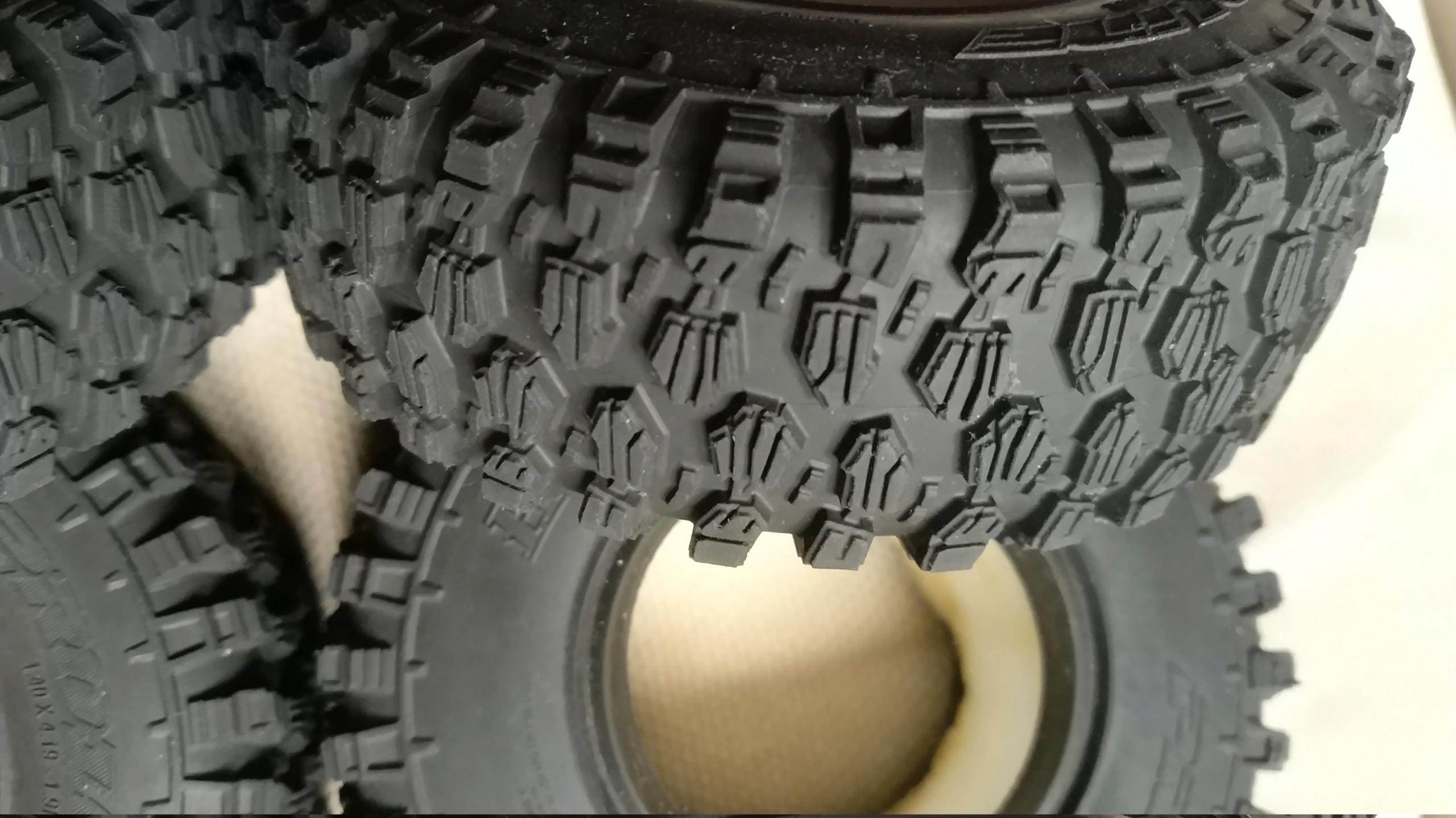 [VENDU] 4 pneus Proline Hyrax Predator 1.9 en 106mm.  Img_2695