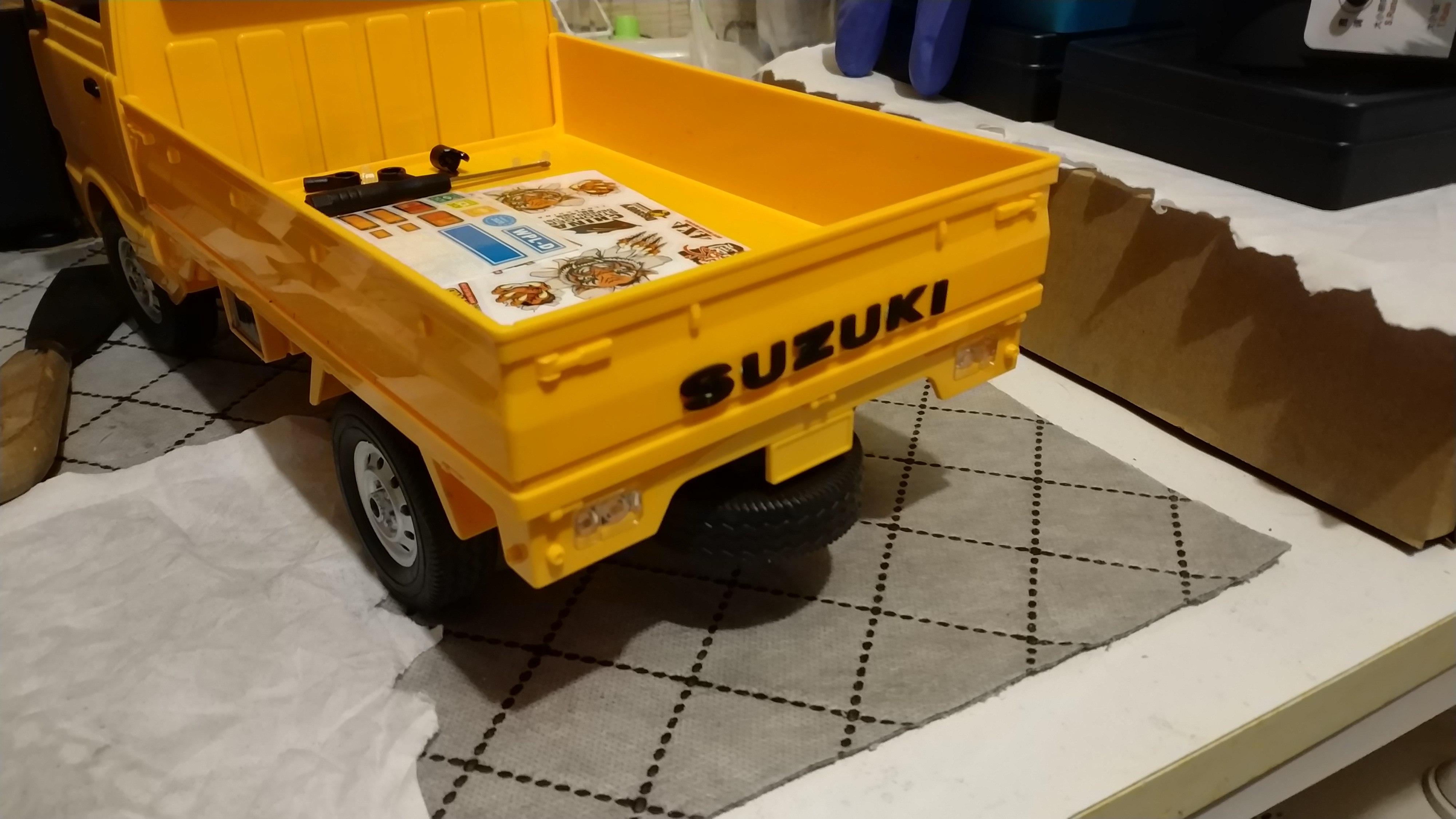 Un énorme camion de plus, le WPL D12 Suzuki Carry 1/10... - Page 2 Img_2737