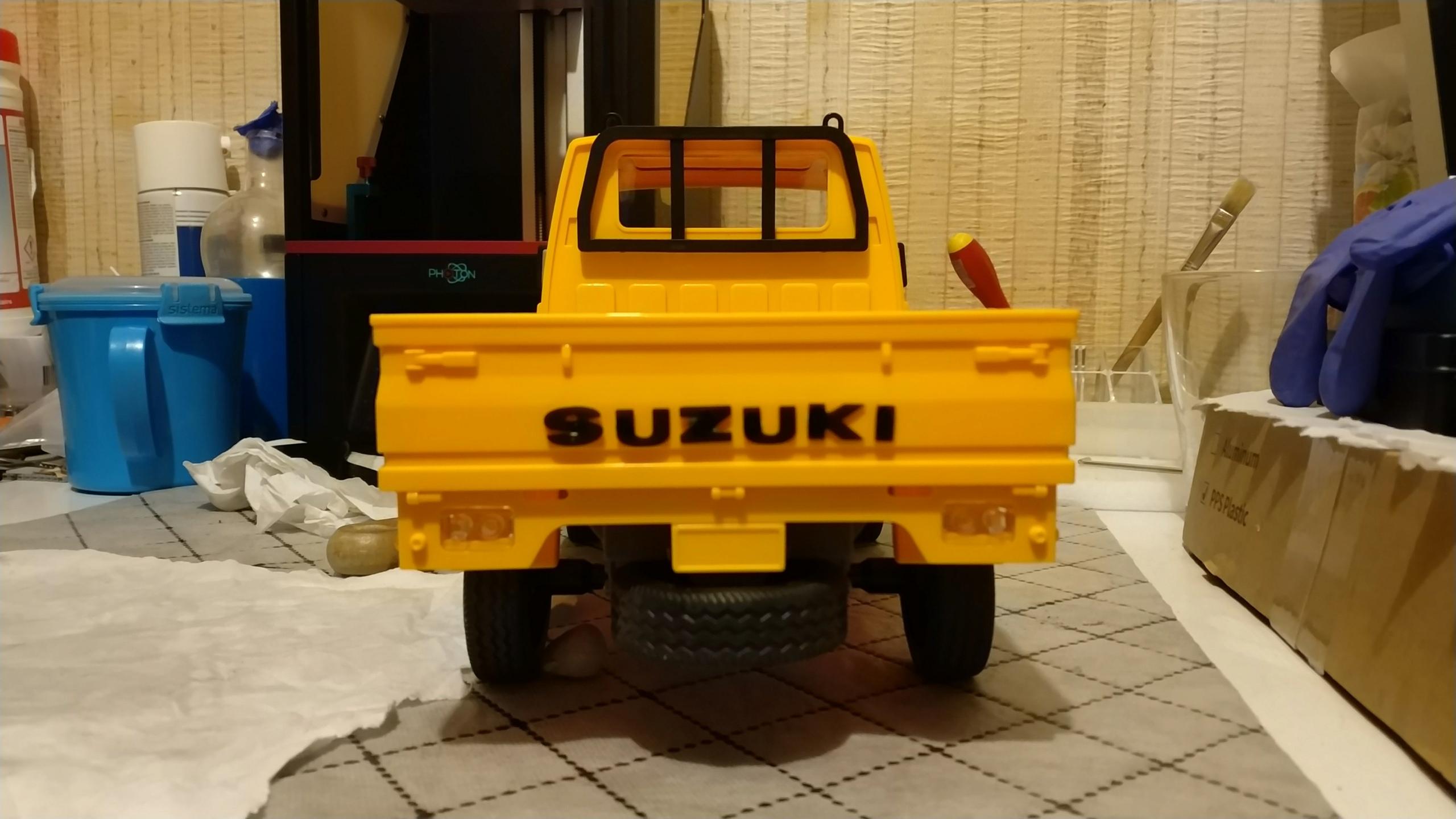 Un énorme camion de plus, le WPL D12 Suzuki Carry 1/10... - Page 2 Img_2738