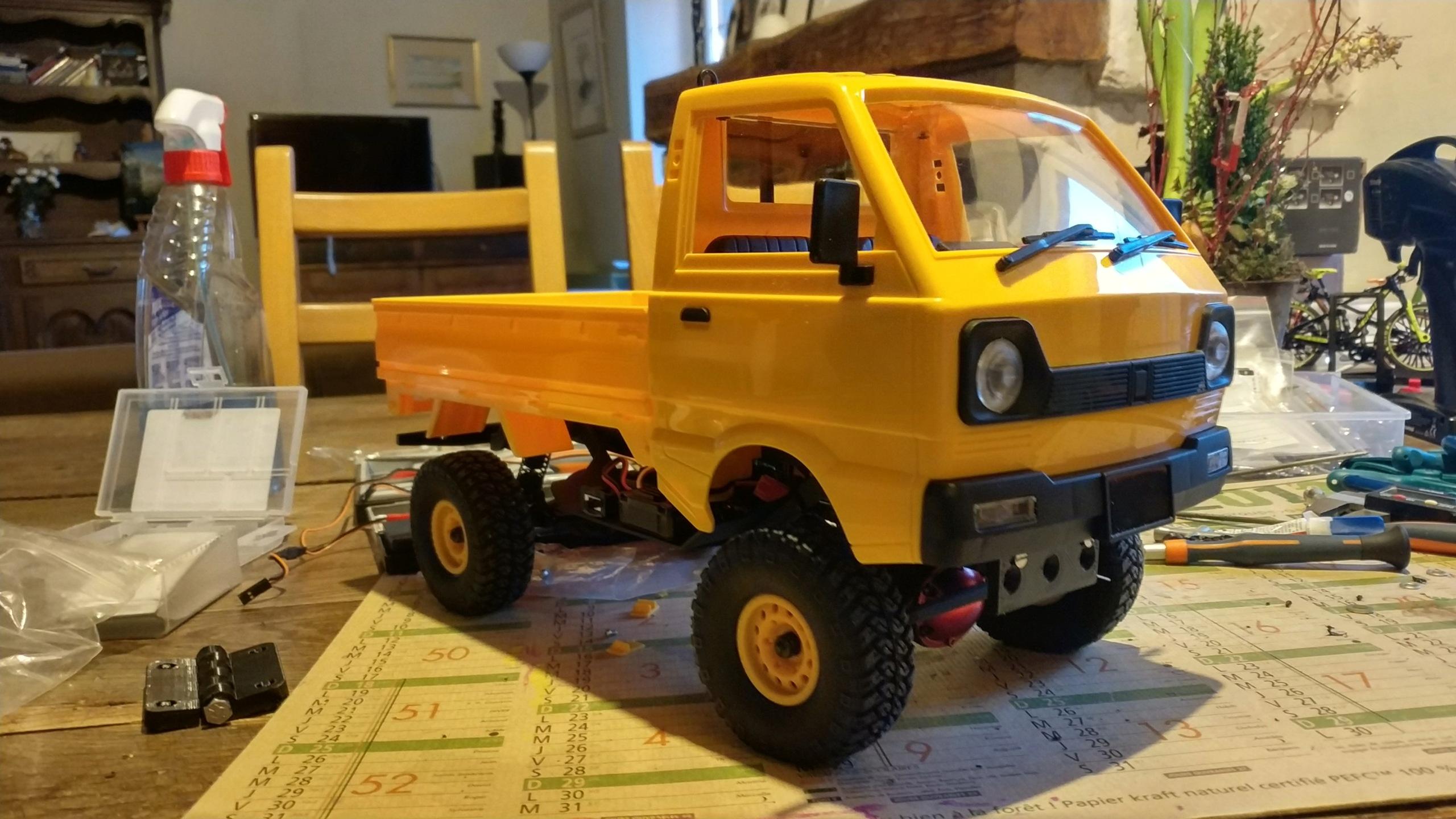 Un énorme camion de plus, le WPL D12 Suzuki Carry 1/10... - Page 2 Img_2830