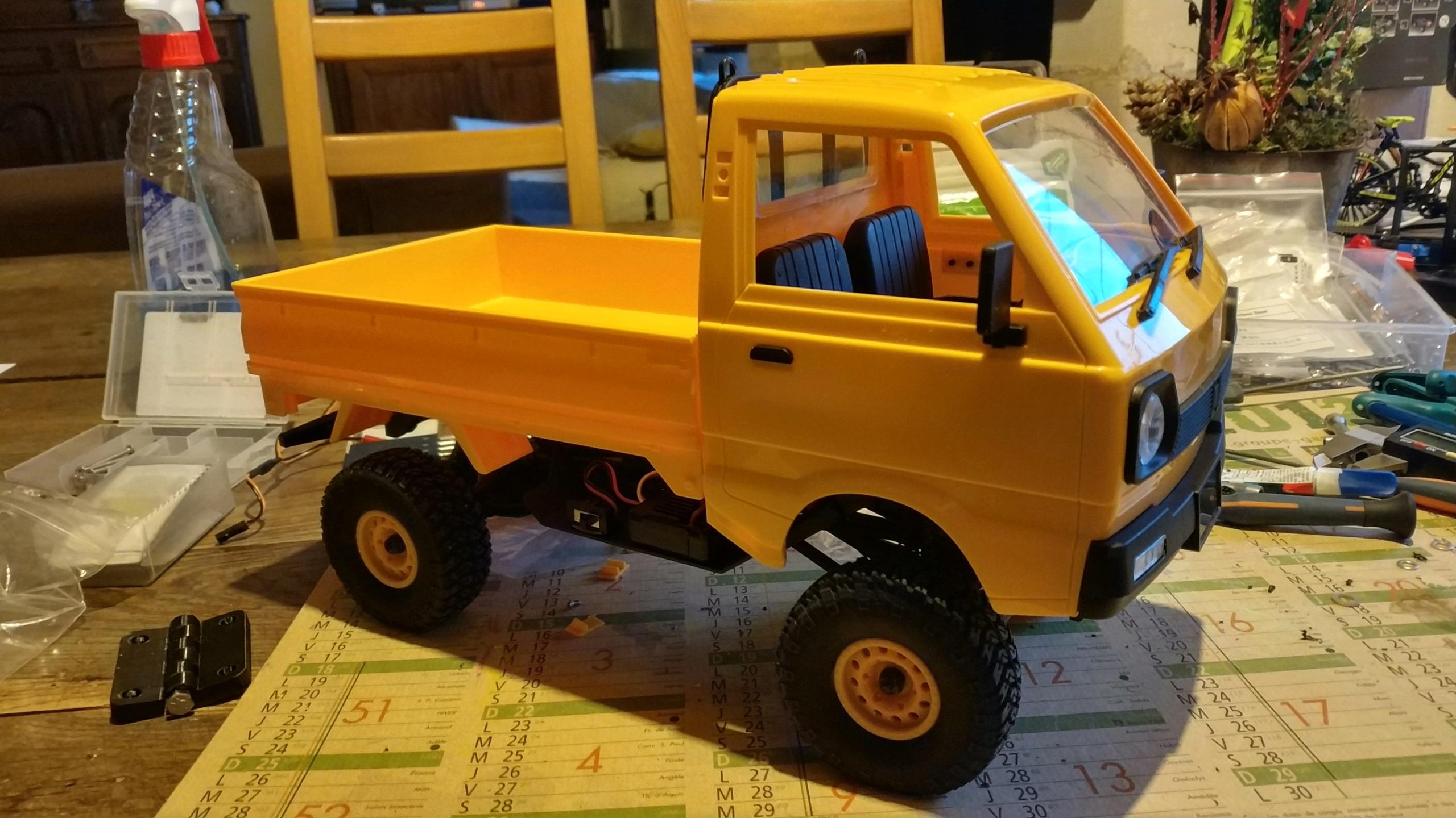 Un énorme camion de plus, le WPL D12 Suzuki Carry 1/10... - Page 2 Img_2832