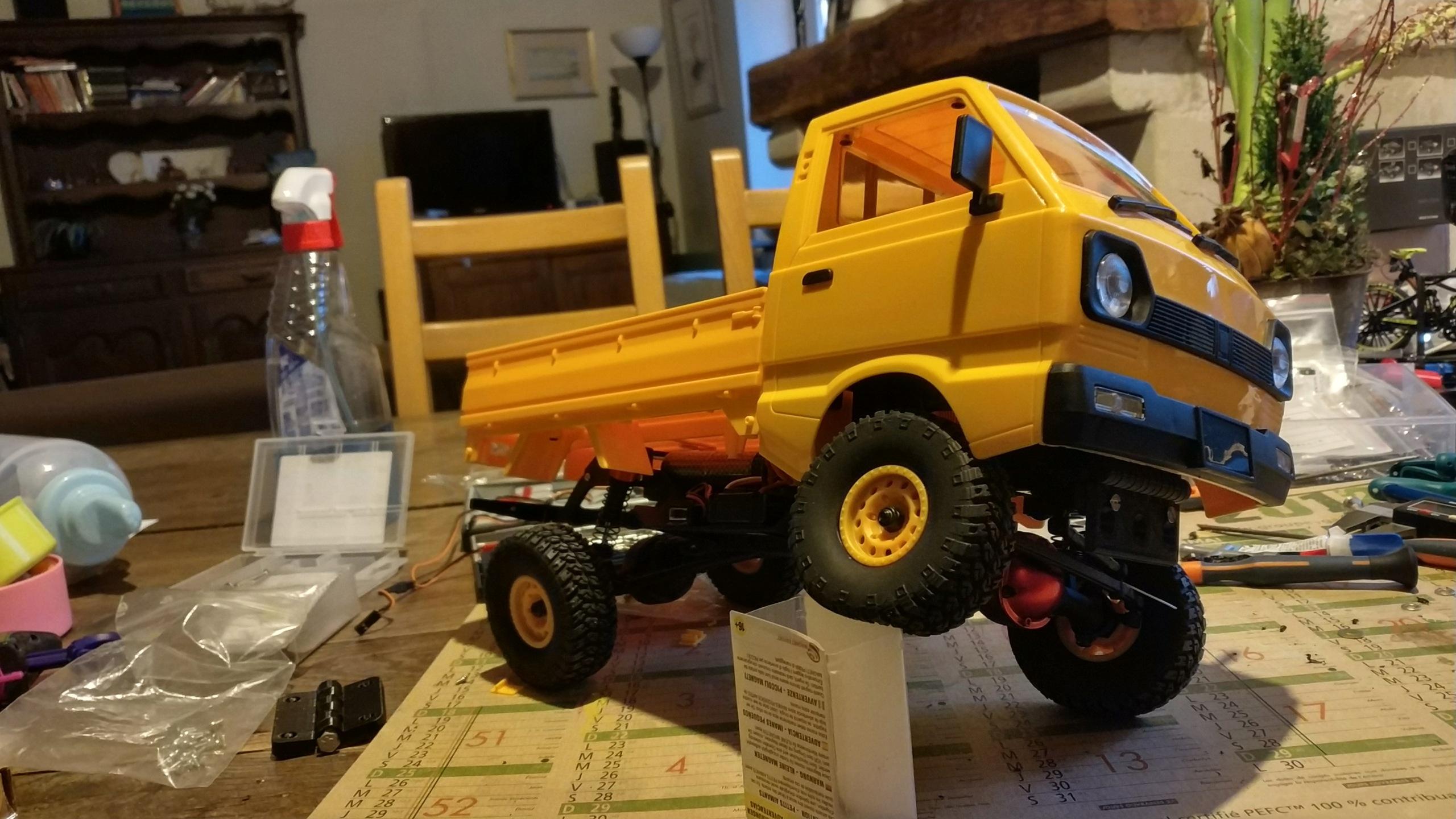 Un énorme camion de plus, le WPL D12 Suzuki Carry 1/10... - Page 2 Img_2834