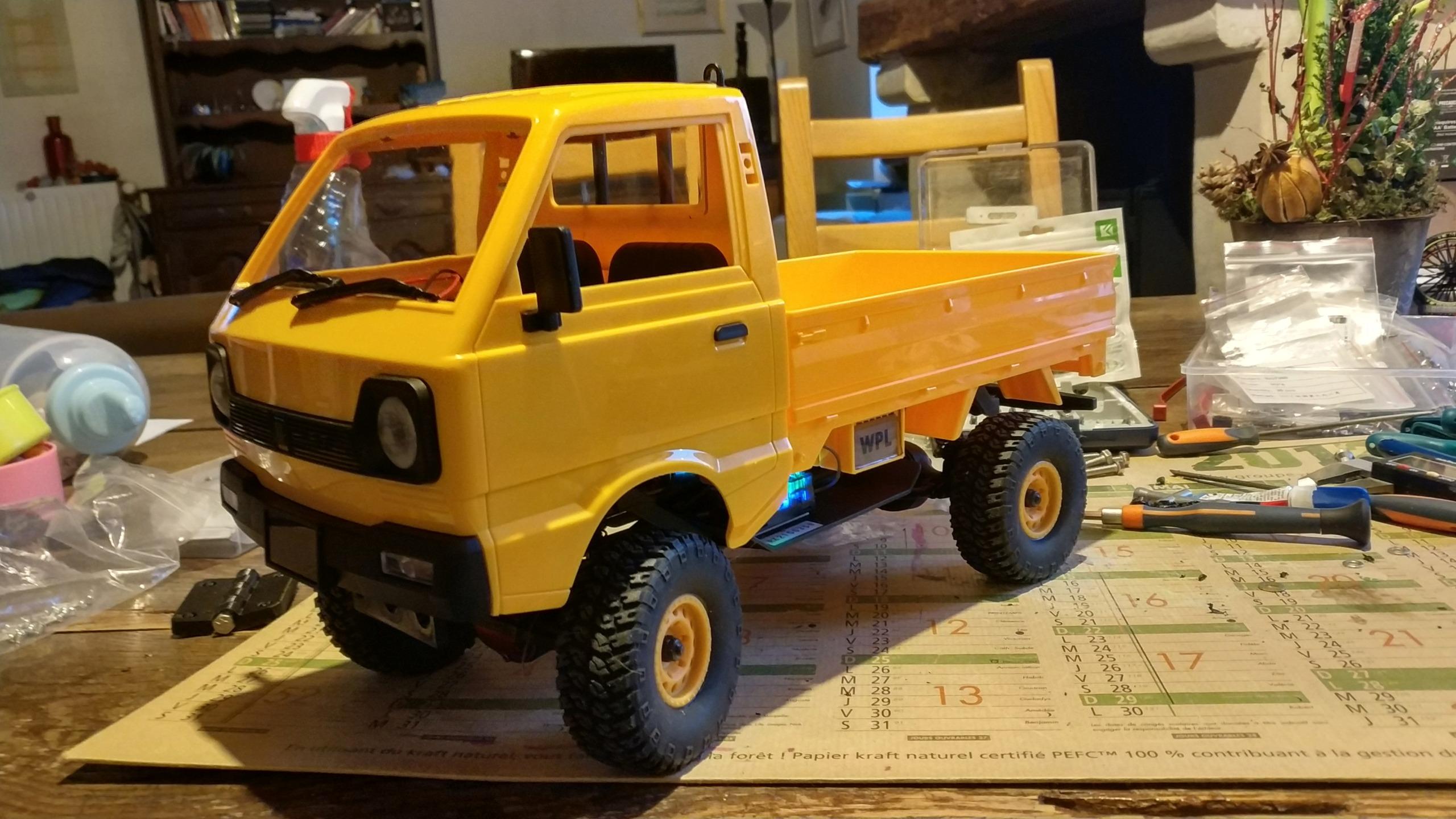 Un énorme camion de plus, le WPL D12 Suzuki Carry 1/10... - Page 2 Img_2835