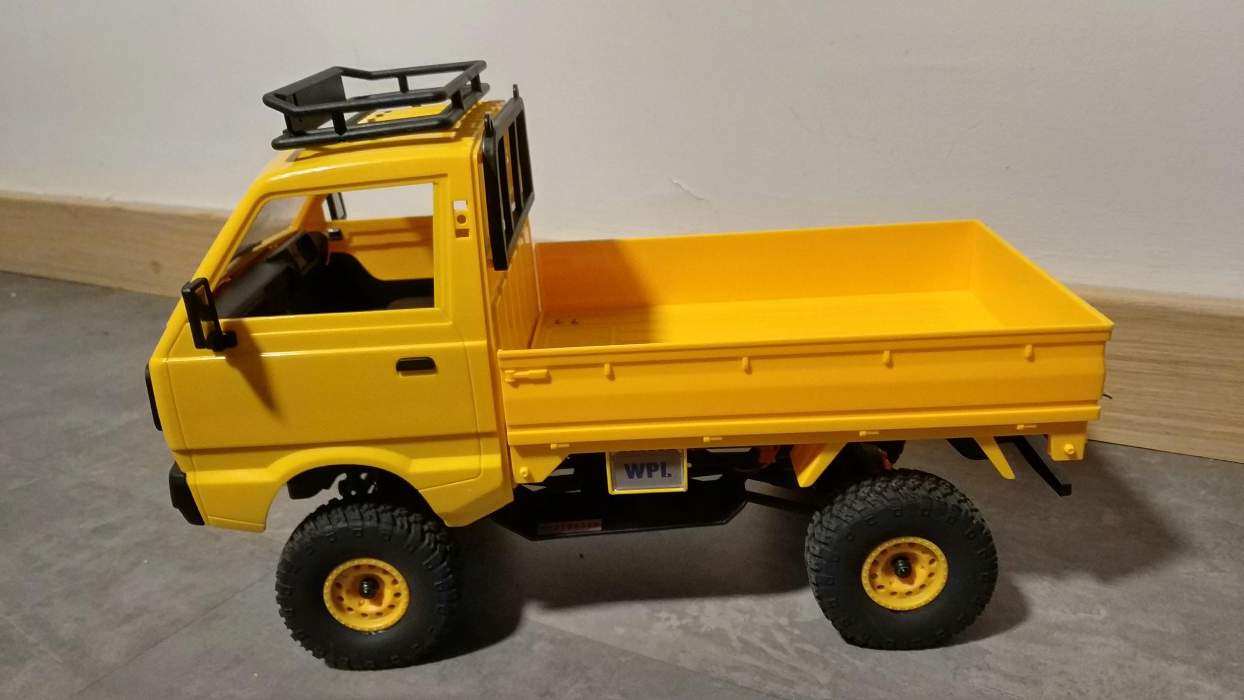 Un énorme camion de plus, le WPL D12 Suzuki Carry 1/10... - Page 3 Img_2853
