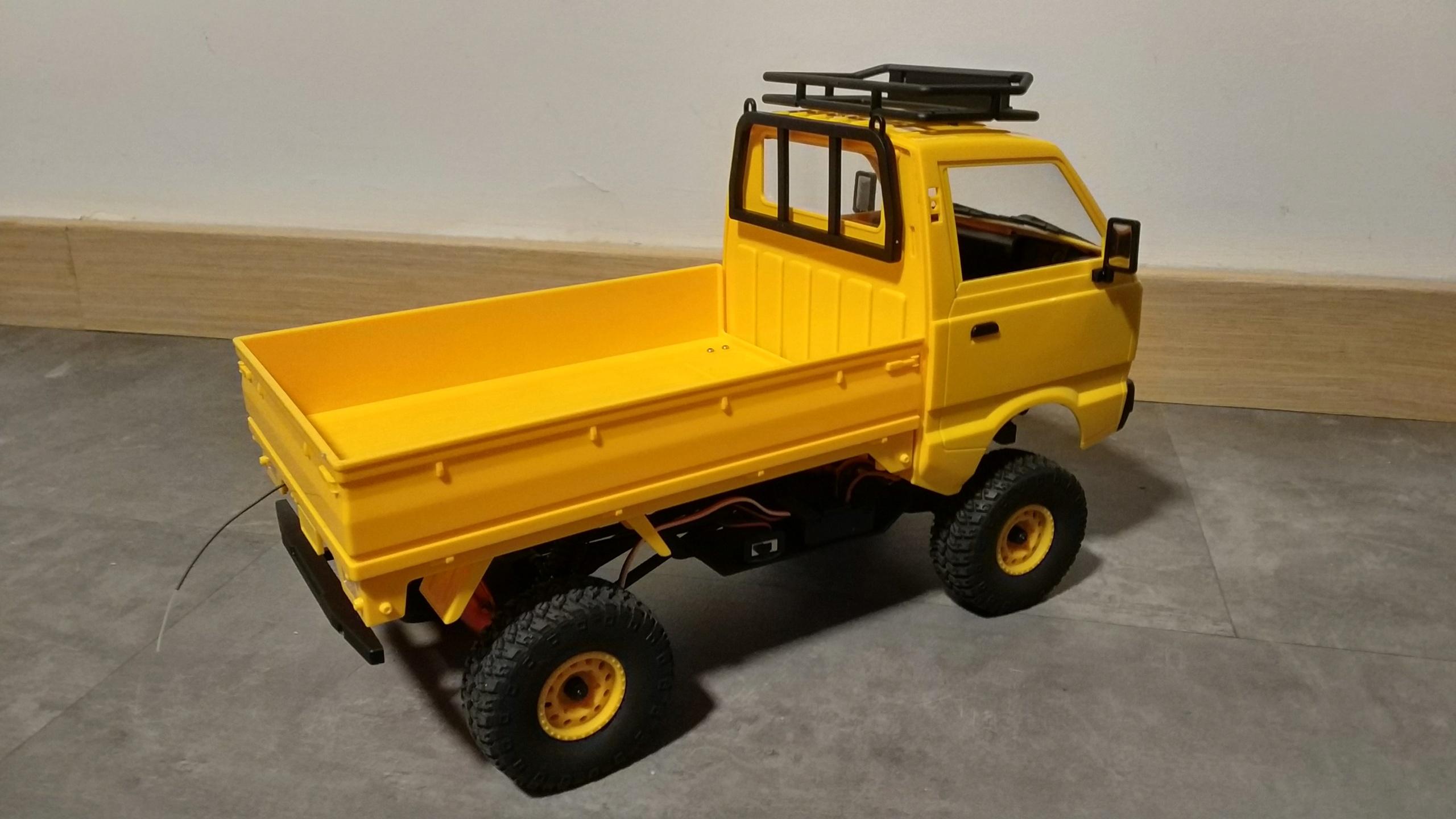 Un énorme camion de plus, le WPL D12 Suzuki Carry 1/10... - Page 3 Img_2854