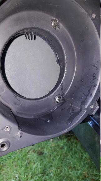 L'emplacement des hauts parleurs avants sert de gouttière Oo 20190126
