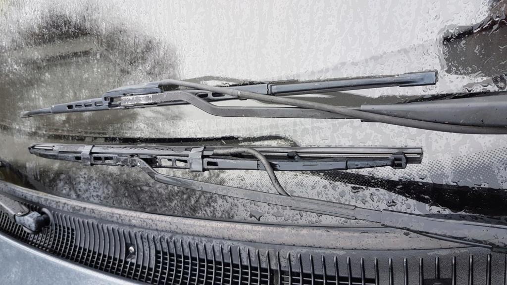 Buse lave glace sur essuies glace 20190142