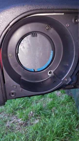 L'emplacement des hauts parleurs avants sert de gouttière Oo 20190241