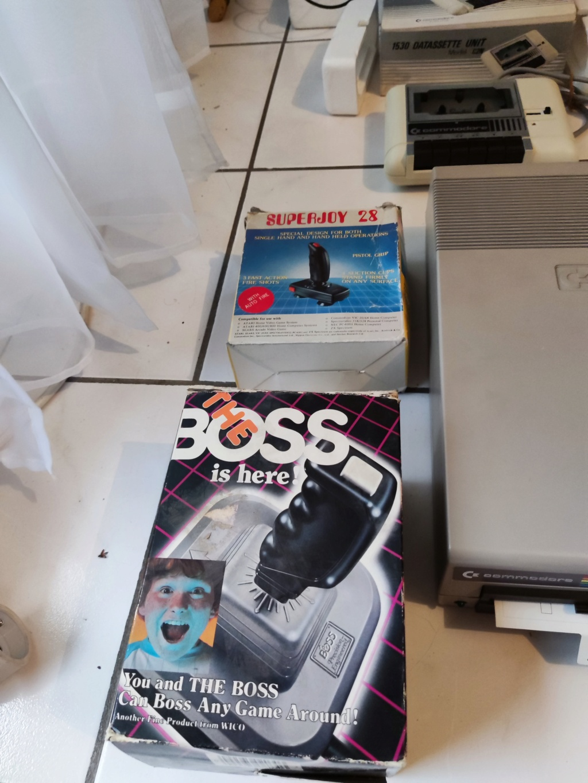 [ESTIM] Lot Commodore 64 Img_2065