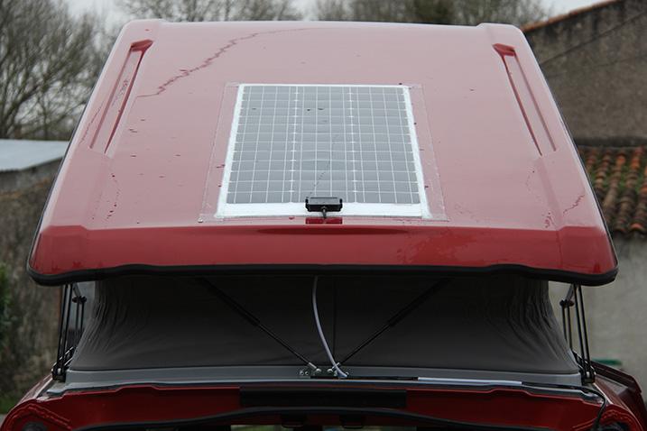 Panneau solaire collé sur toit avec covering - Page 2 Colage11