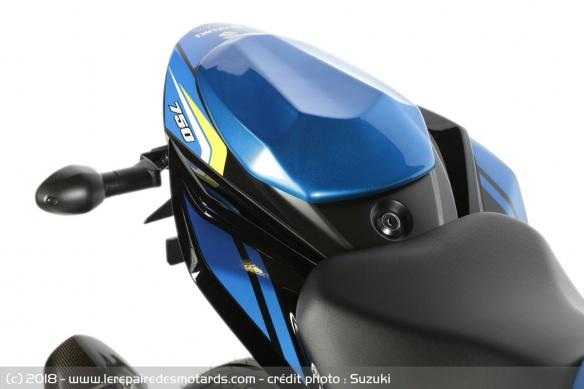 Une édition spéciale aux couleurs du team Suzuki Ecstar Capot-10