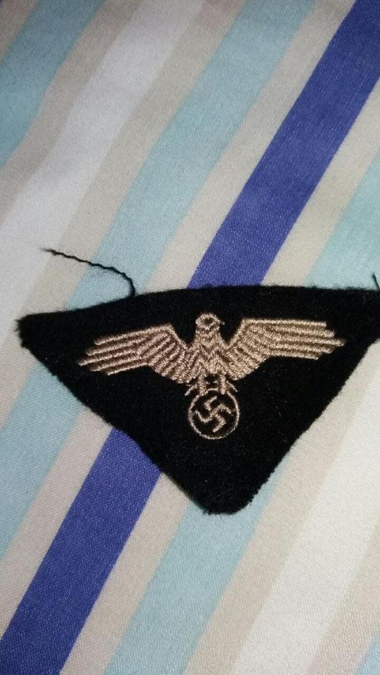 Identification aigle allemand tissu 44585310