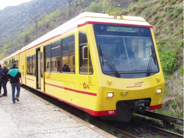 Train jaune - Page 2 Attela10