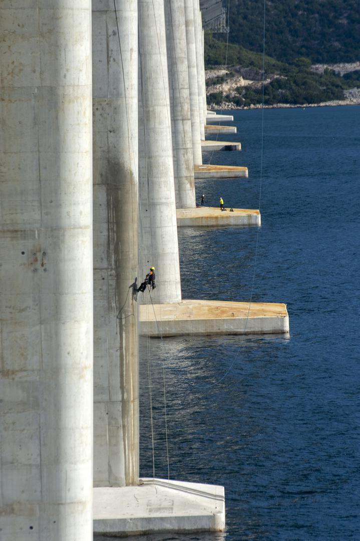 New China TV: China-constructed Peljesac Bridge progressing at speed in Croatia - Page 50 C75f6d10