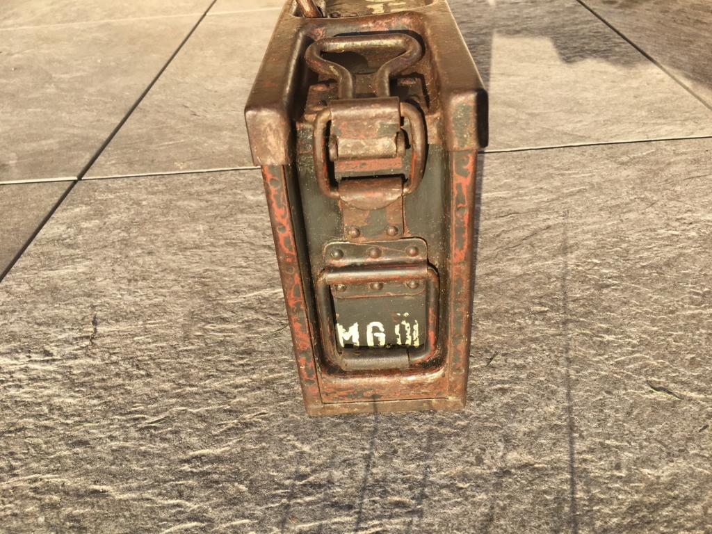 Signification des marquages sur caisse MG42 Img_0513
