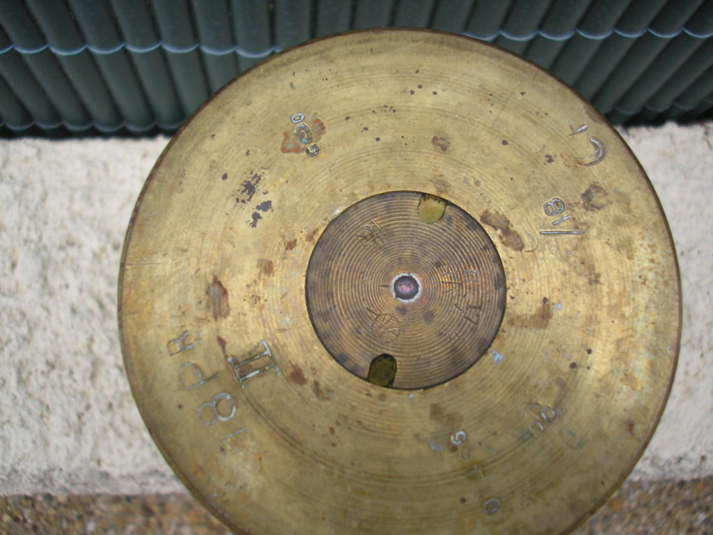 Identification d'une douille d'obus Identifiee Britannique 84  P6200111