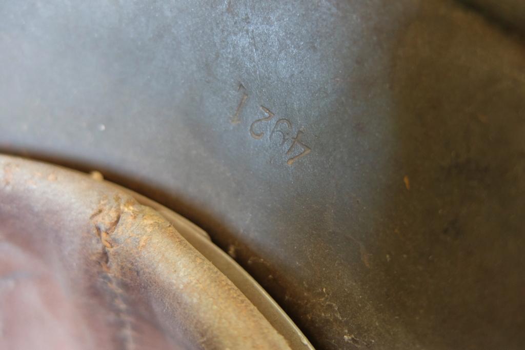 Identification Numéro sur casque allemand AK. Dscf5728
