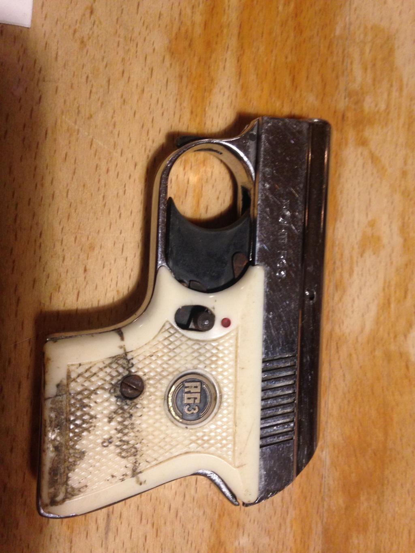 Revolver et pistolet d'alarme Img_8015