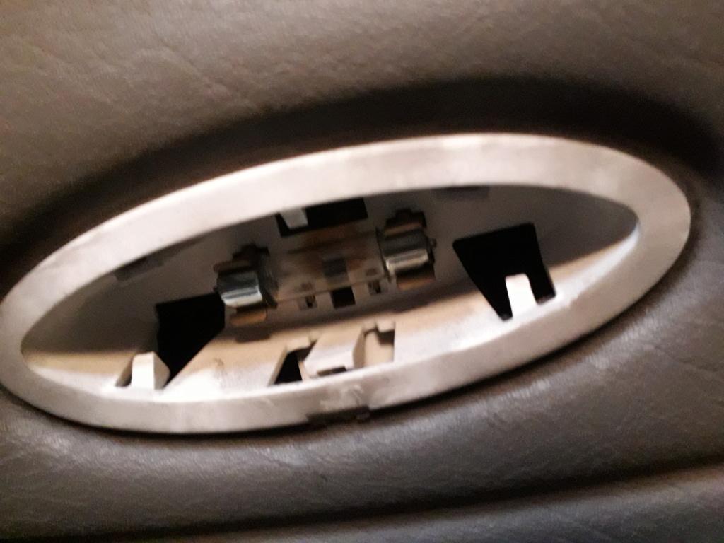 Remplacement de l'ampoule dans la portière S4 20200132