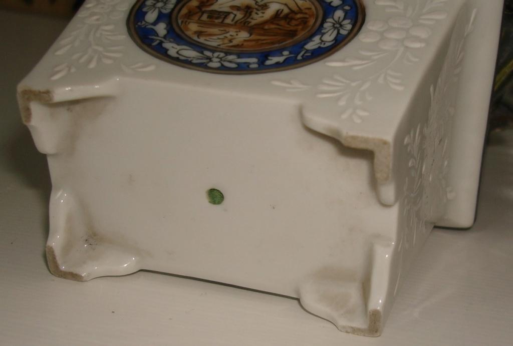 Bonsia/flower pot with plaster flowers Dsc08432