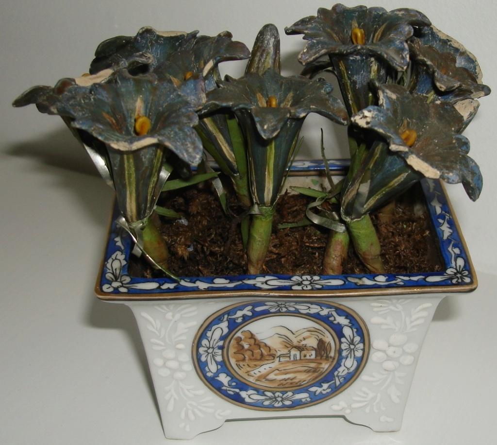 Bonsia/flower pot with plaster flowers Dsc08433
