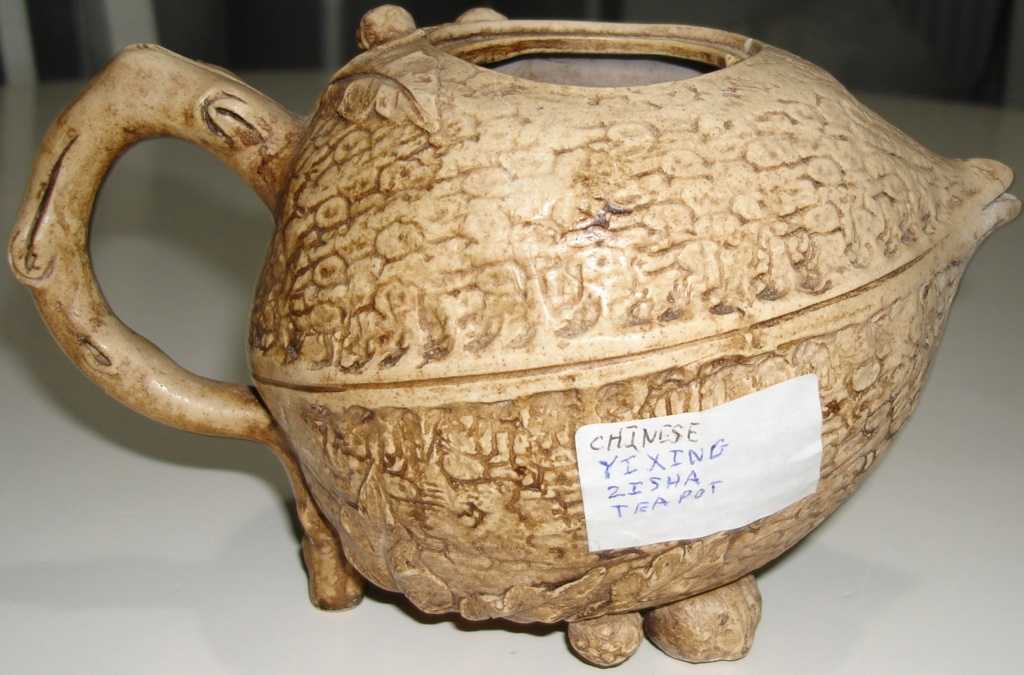 Yixing walnut teapot Dsc08511