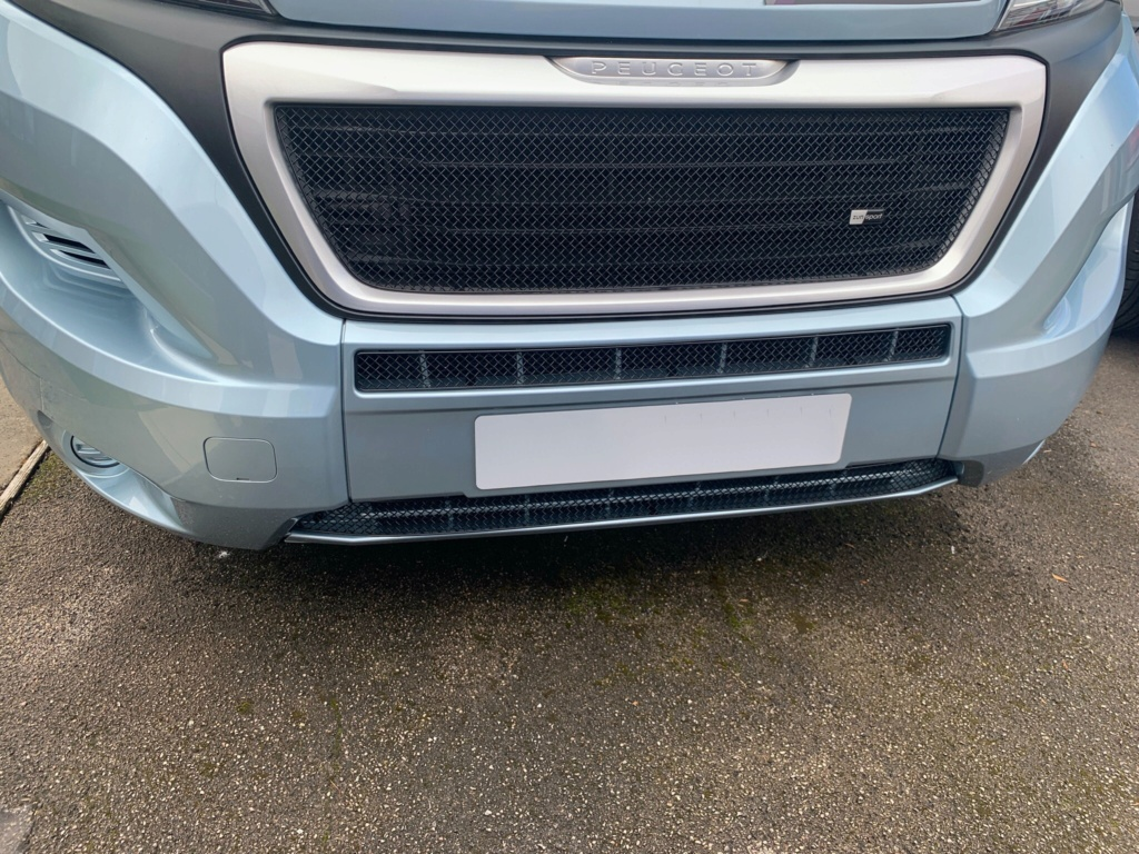 Front grill mesh  8be54510