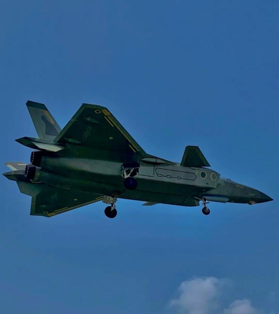 Chengdu J-20 Stealth Fighter - Page 7 J-20a_10