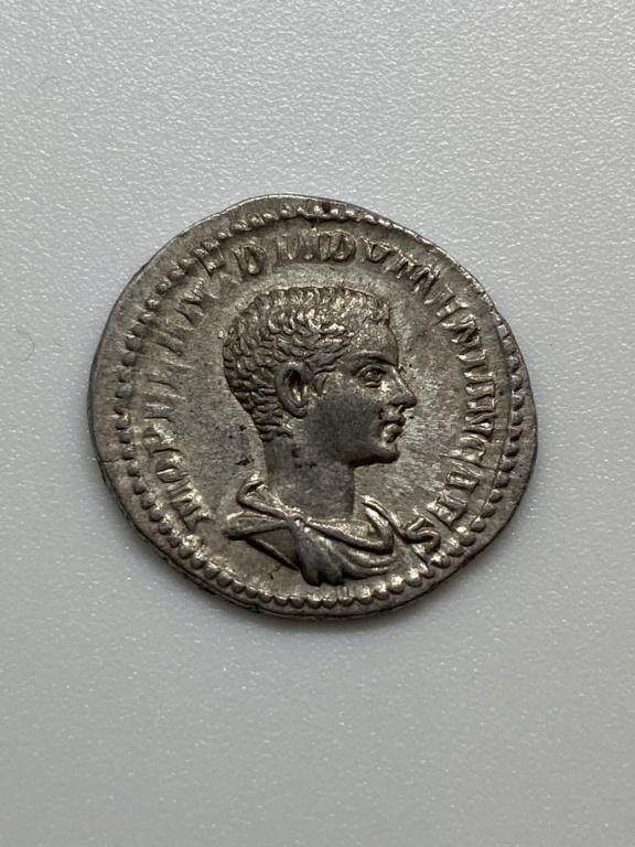 Denario de Diadumeniano. PRINC IVVENTVTIS. Roma 001f1410