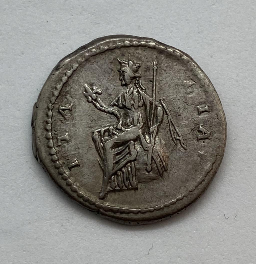 Denario de Antonino Pio. ITALIA. Roma 03fb4210