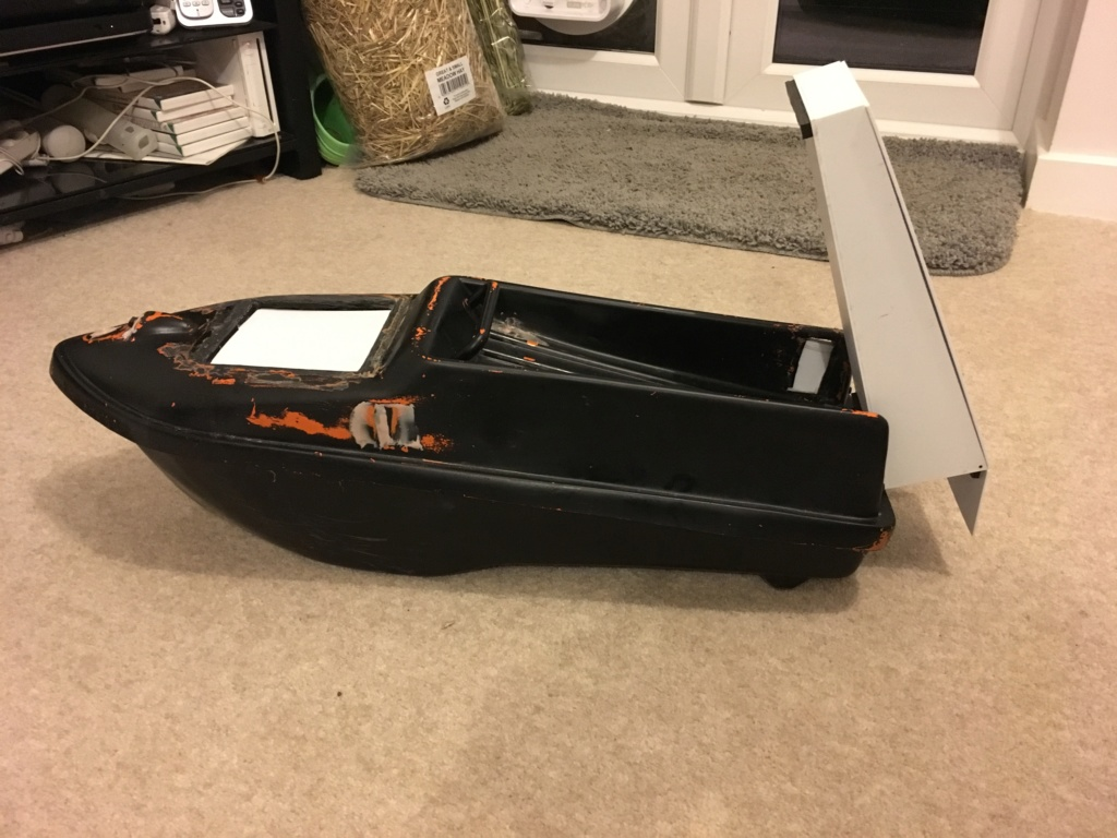 Bait boat for live baiting  Ea213f10