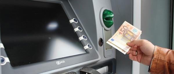 Le premier guichet automatique de billets a été inventé par un écossais en 1967 ! Dab10